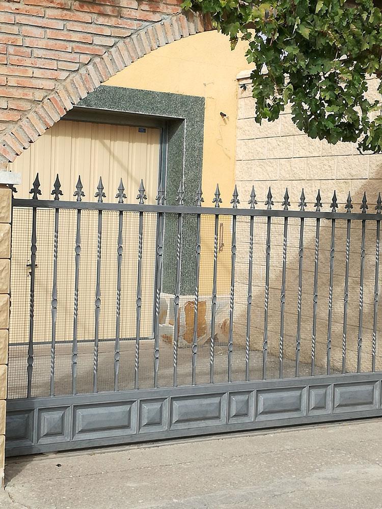 Puertas de entrada for Puerta corredera de taller